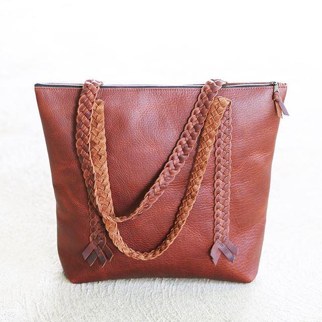 New tote bag design on the website! . . #leathertote #leatherbag #asseenincolumbus #shop614 #handmade #ohio