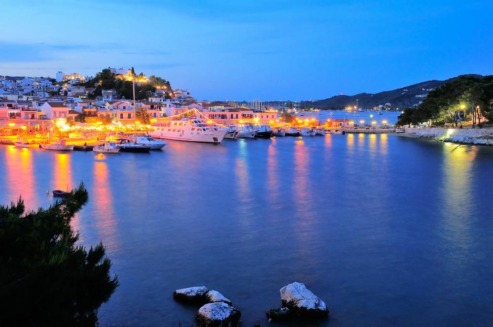 Skiathos_town_at_night_1800x1196.jpg