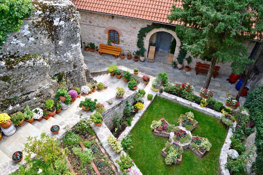 Garden-of-the-Monasteries-of-Meteora.jpg
