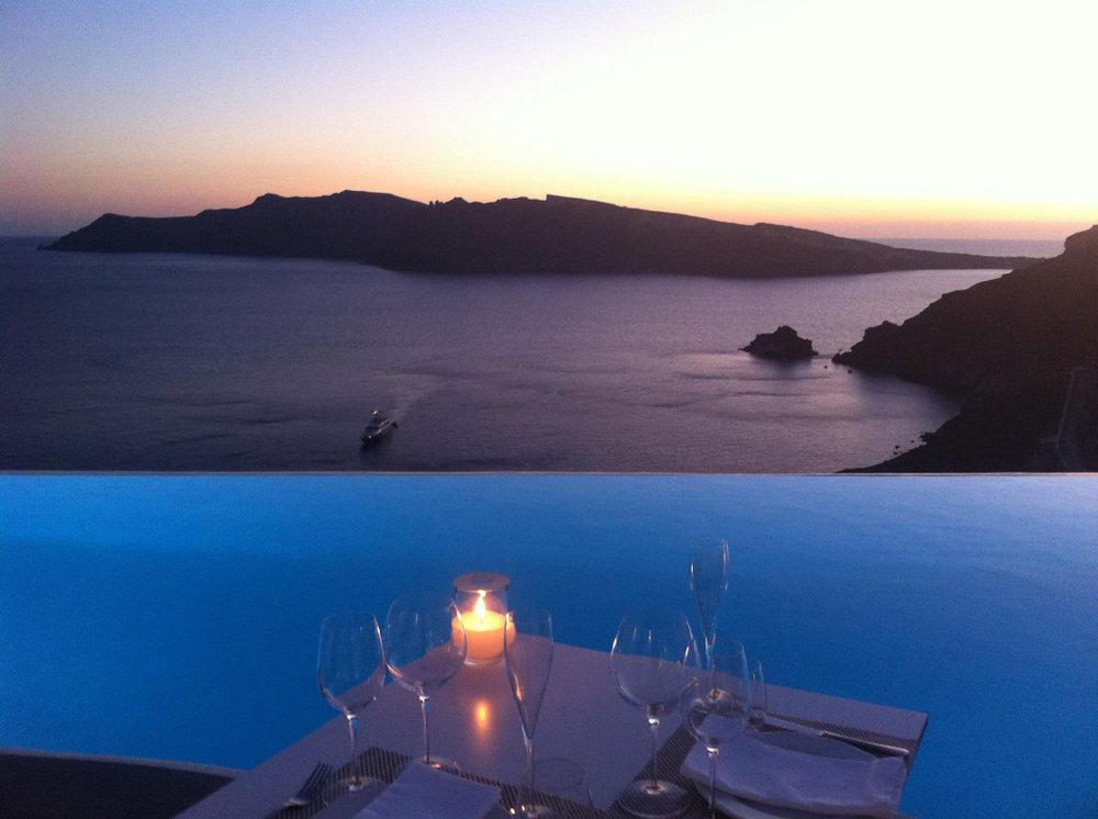 Wonderful-Katikies-Hotel-in-Oia-Santorini-Greece-36.jpg
