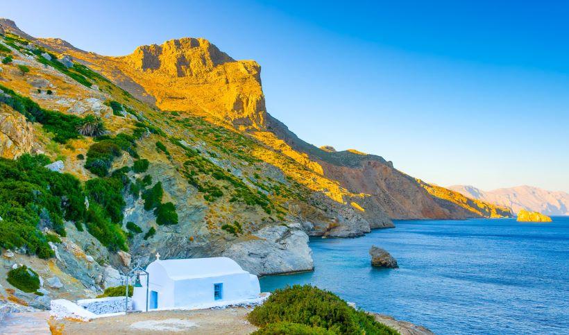 agia-anna-of-amorgos-island-in-cyclades.jpg
