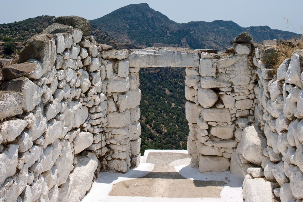 castle-wall-steps-Sterna-Residence-nisyros-greece-conde-nast-traveller-9oct15-montse-garriga-grau_.jpg