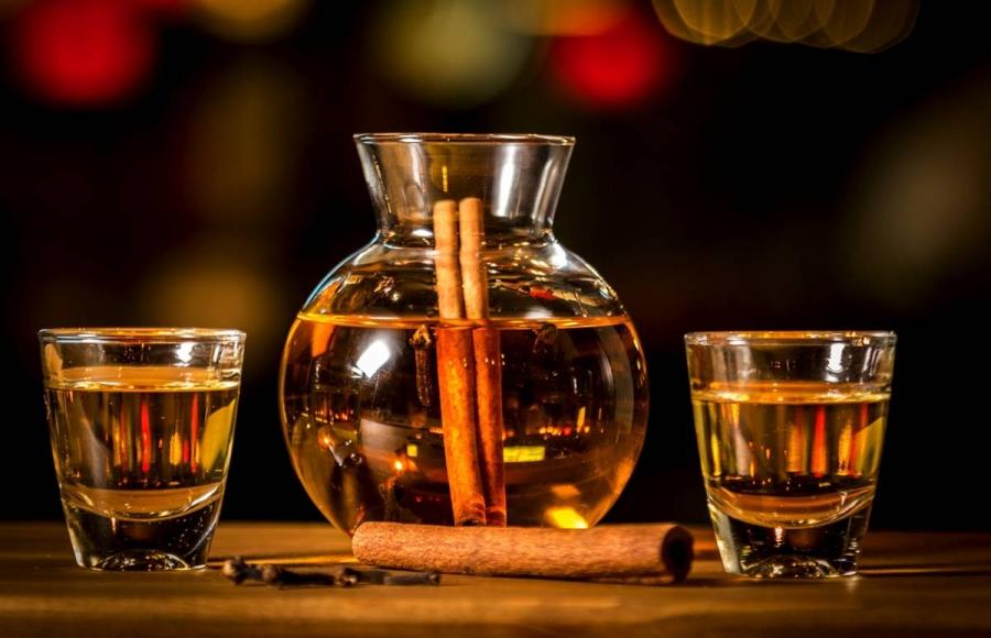 A warm Greek drink | Rakomelo