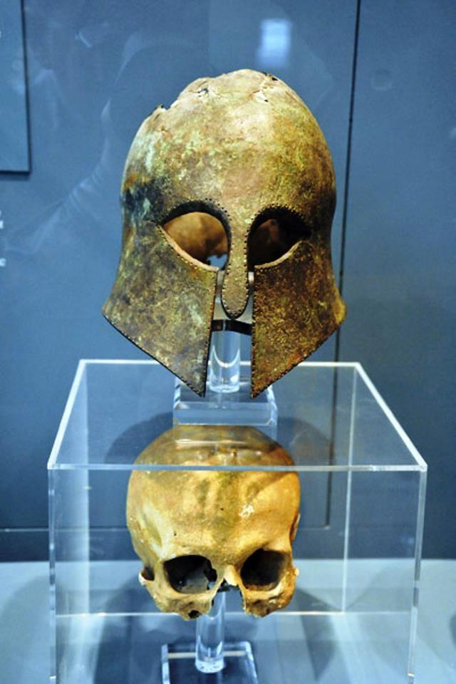 c92ae59700408f9f5b17134ce1f2b296--battle-of-marathon-corinthian-helmet.jpg
