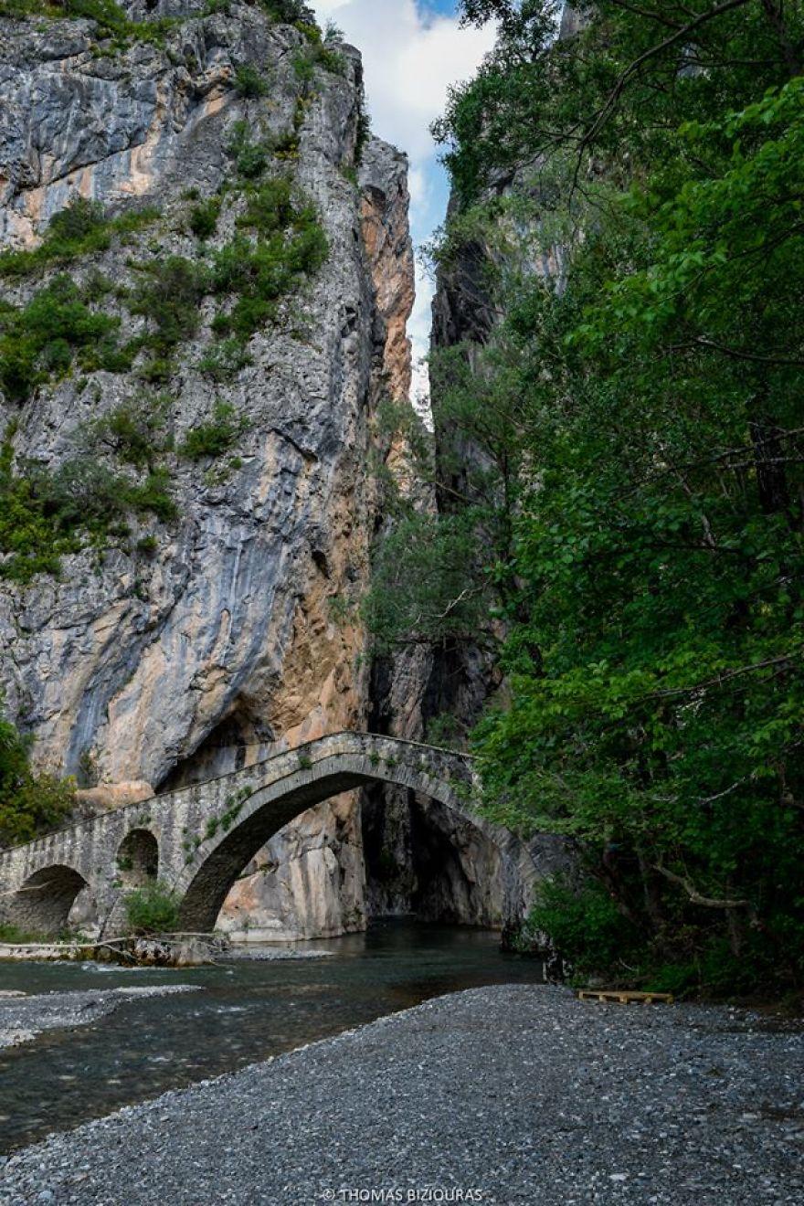 Portitsa gorge and stone bridge.jpg
