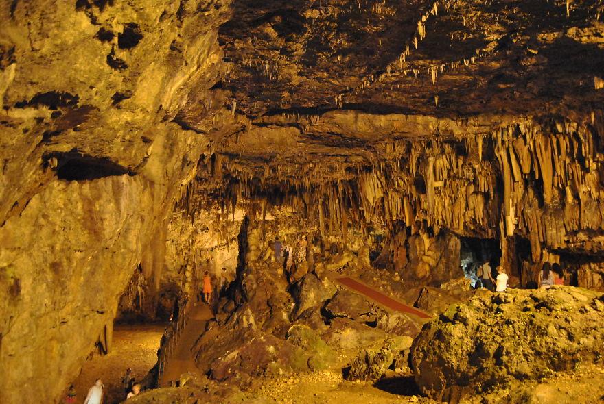 Drogarati Cave