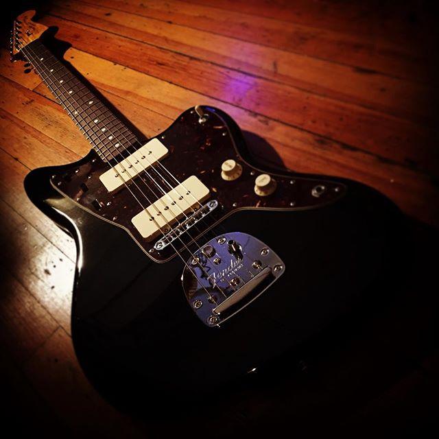 Fender Classic Player Jazzmaster #fender #jazzmaster #classicplayer #blackguitar #singlecoil #jazz #anycoloraslongasyouwantblack