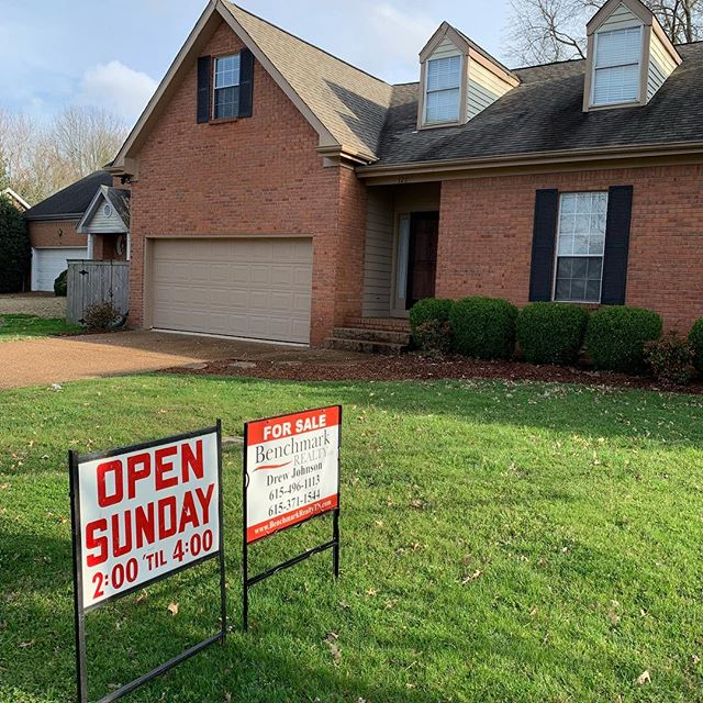 """#justlisted in #franklintn  Rare opportunity! Single-story living on a quiet cul-de-sac in Franklin just minutes from The Factory priced way under $400k! 3 bed, 2 bath (all on main level) with a bonus room upstairs. Hardwood floors, updated kitchen, vaulted ceilings, """"wow"""" factor master bathroom, wood-burning fireplace, large level fenced-in back yard with oversized and partially covered deck and so much more! Call for more info! Open house Sunday 3/17 from 2-4.  #drewjohnsonrealtor #realestate #williamsoncounty #williamsoncountyrealtor #williamsoncountyrealestate  Drew Johnson, Realtor® Benchmark Realty, LLC 318 Seaboard Ln #115 Franklin, TN 37067 O: 615-371‐1544 C: 615-496-1113 drewjohnsonrealtor@gmail.com"""