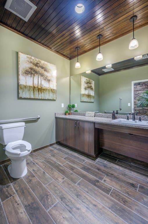 9B Partient Bathroom.jpg