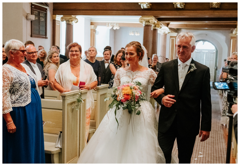 therese+thomas_juli2016_0495_wedding photographer norway.jpg