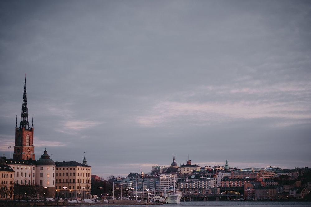 brollopsfotograf stockholm_brollopsfotografering stockholm stadshus_borgerlig vigsel_victor lopez_vigselforrattare_linda rehlin_cecilia pihl-3.jpg