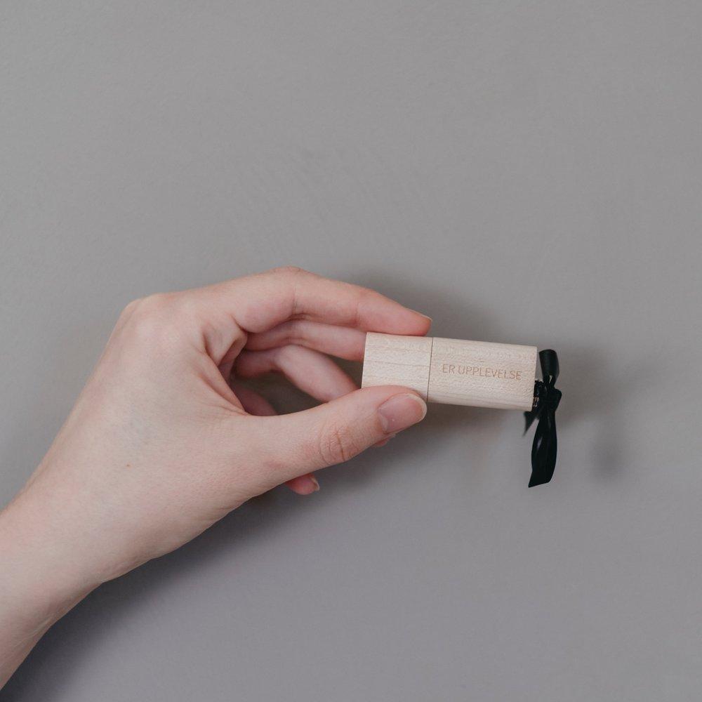 Beställer ni era digitala filer så levereras dessa på USB så att ni alltid vet var ni har dem. - Från 4500 kr.