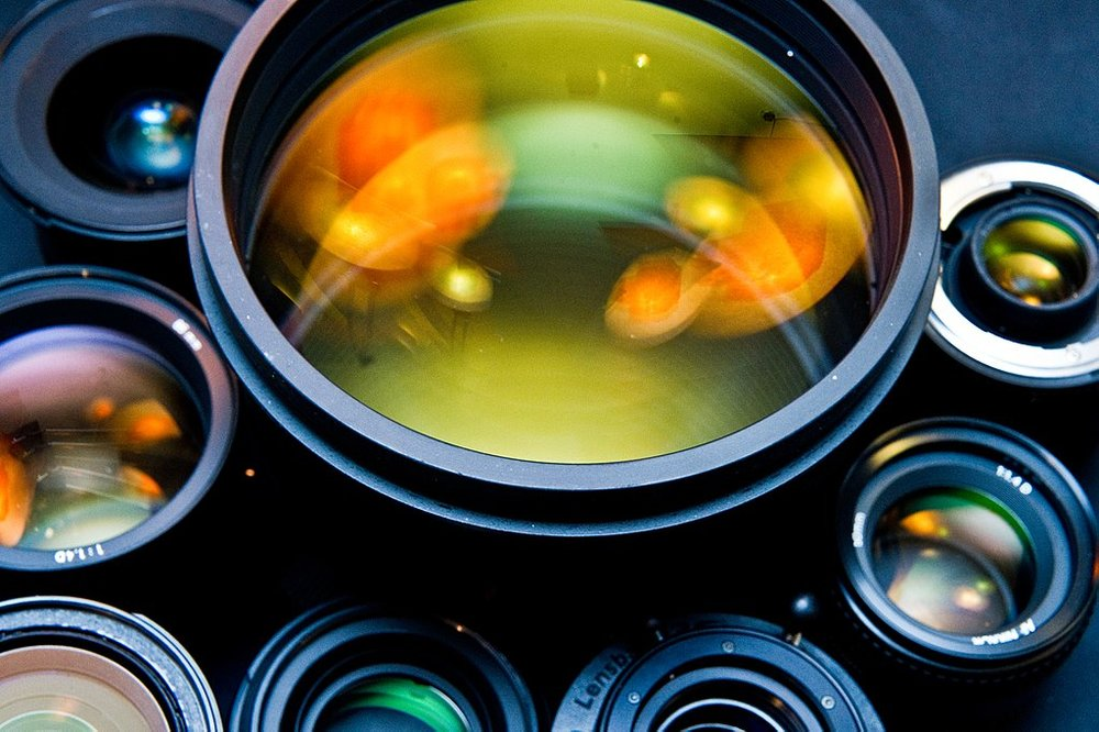 1024px-Photographic_lenses_front_view.jpg