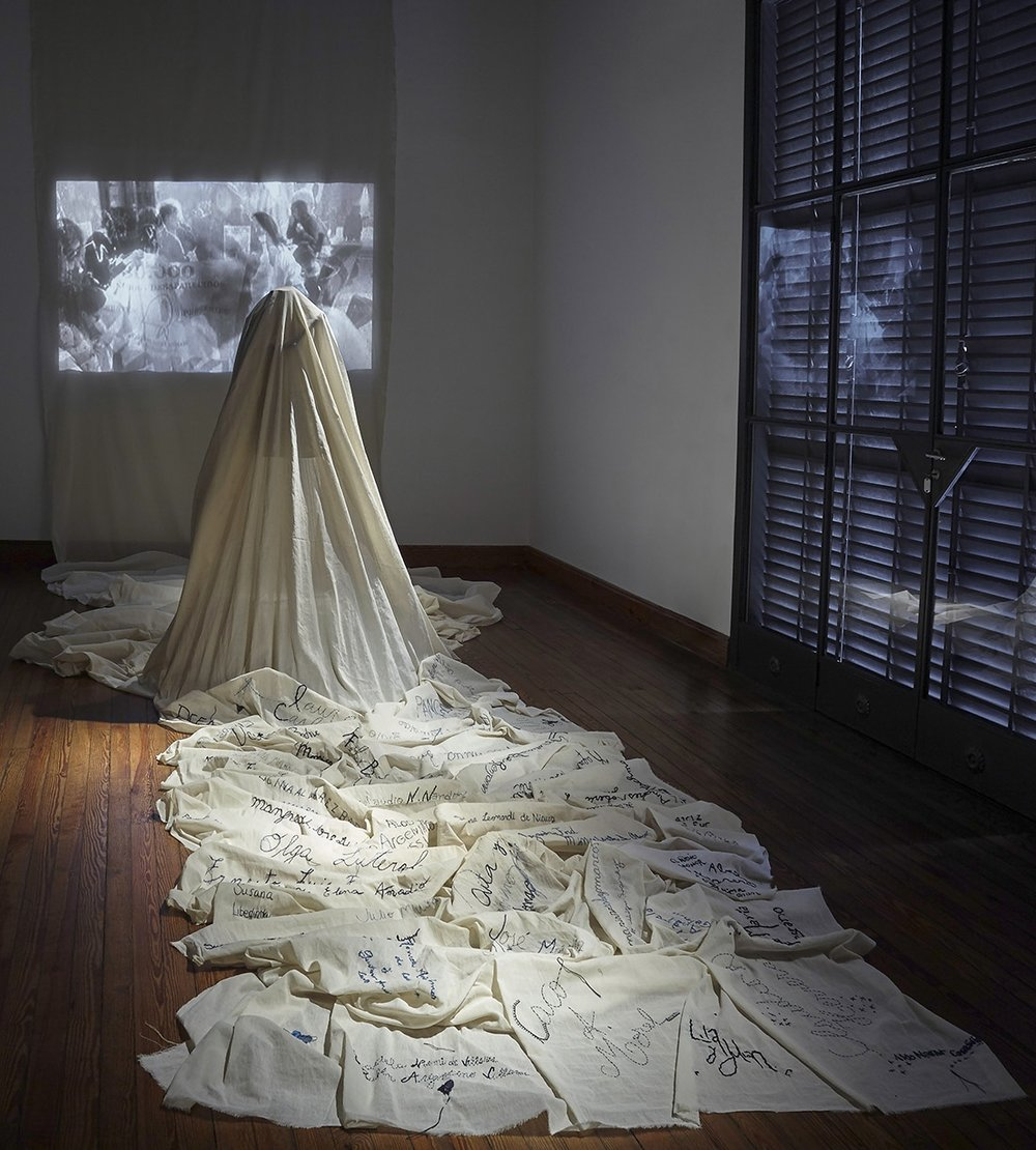 Mixed media installation with embroidery on fabric + video projection // Installation view, ACE, Buenos Aires, Argentina.