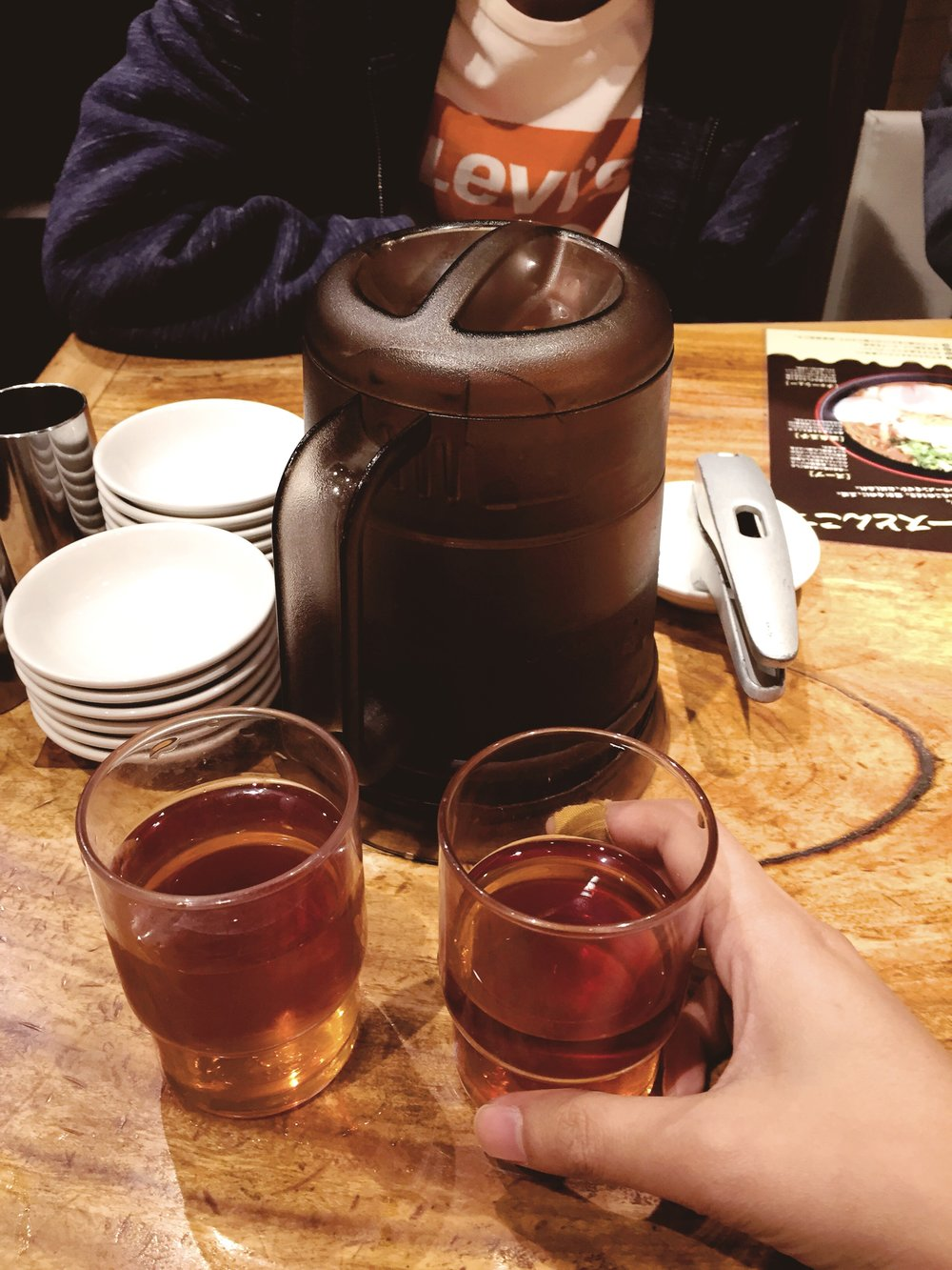 Entah kenapa orang Jepang suka banget sama es teh