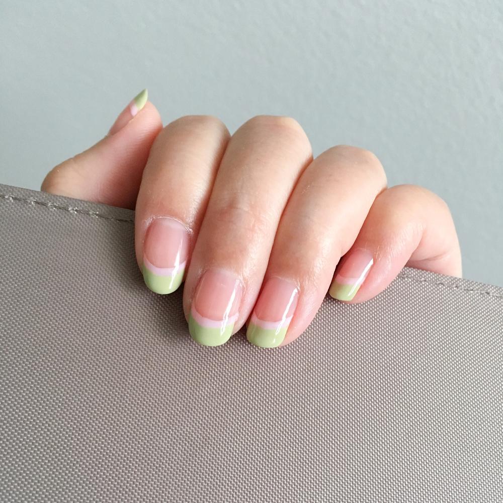 Base: Essie 545 Pink Glove Service / Green: Essie 785 Navigate Her / Pink: Essie 104 Muchi Muchi
