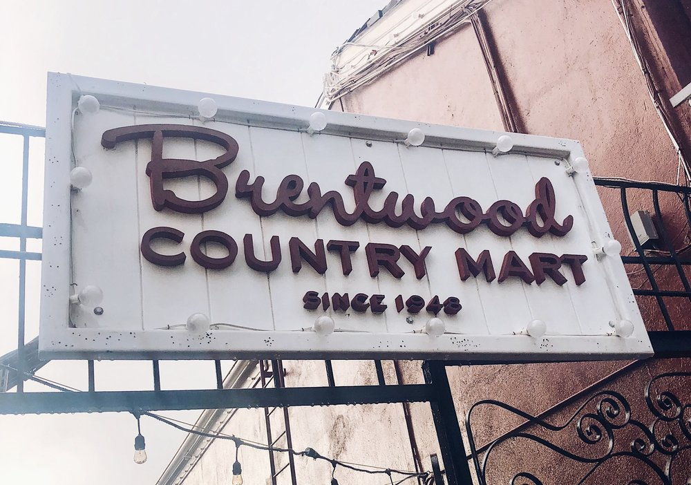 brentwood country mart signage