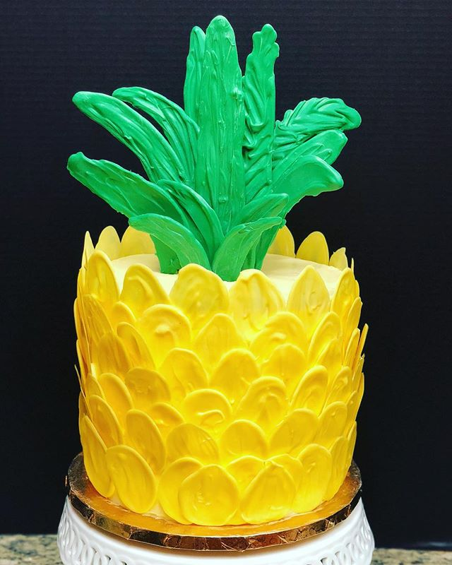 Pineapple cake (and pineapple + guava macarons not pictured) for a sweet baby shower! . Double barrel pineapple cake with pineapple buttercream filled finished with candy melt pineapple scales and leaves! . . . #babyshower #pineapple #dole #crushedpineapple #buttercream #pineapplecake #nottheTaiwanesekind #pineapplebuttercream #buttercream #cake #candymelts #wilton #cakestagram #desserts #sweets #cakesbylynn #sugar