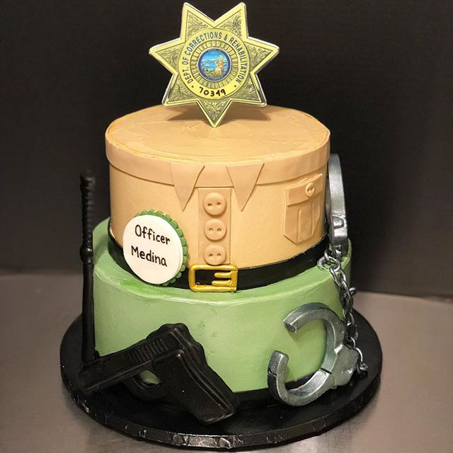 A retirement party cake for Officer Medina in the style of his uniform! He is celebrating with a two-tier vanilla cake filled with strawberry buttercream and finished with fondant details! . . . #retirement #retirementparty #leo #cake #uniform #buttercream #strawberry #strawberrybuttercream #vanillacake #vanilla #cakedbylynn #handcuffs #baton #serviceweapon #fondant #divinespecialties #americolor #food52 #cakestagram #cakesofinstagram #sweets #dessert #baker #baking #layercake