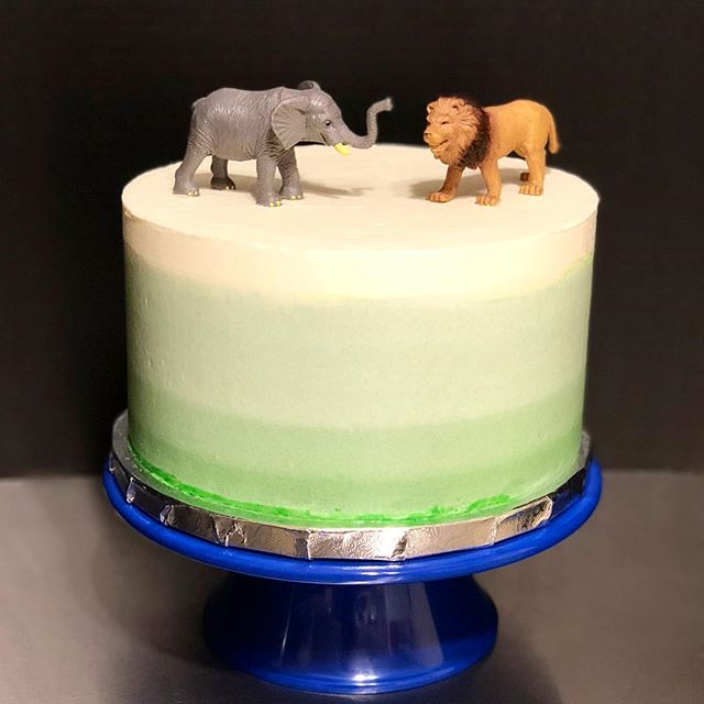 Mint green ombré cake for Emmett who is turning 5!! He is celebrating with a vanilla layer cake filled with key lime buttercream! 😋😋😋 It's a trip to realize I'm old enough to have high school friends who have 5 year olds! 😆 Happy birthday to the super cute little dude! ^_^ . . . #birthday #birthdaycake #5 #buttercream #vanillacake #ombrecake #sweets #cake #birthdaycake #cakestagram #vanilla #keylimebuttercream #macaronsbylynn #baking #bake #baker #food52 #dessert #desserts #dessertstagram #vsco #celebrate