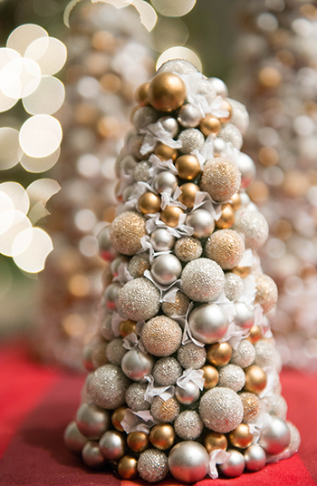 silver-and-gold-chrismas-decor-christmas-trees-bokeh