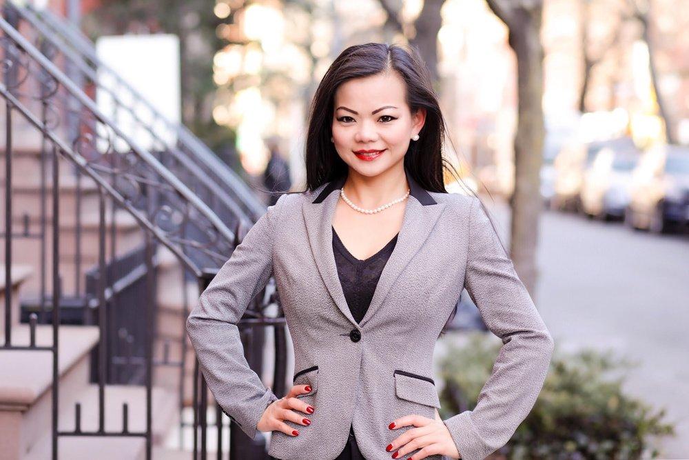 Tina Hu,  Associate