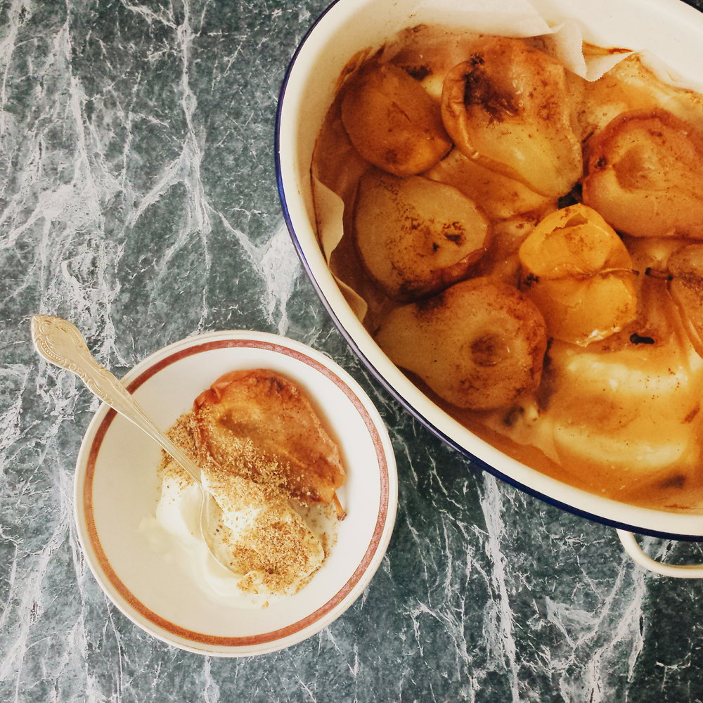 Poached Pears with Greek yoghurt, clean eating, recipe, nutrition