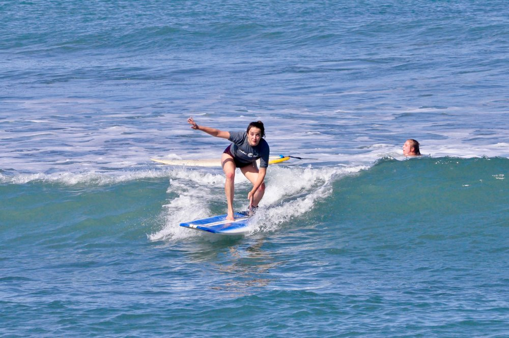 LeaderSurf surfing lesson