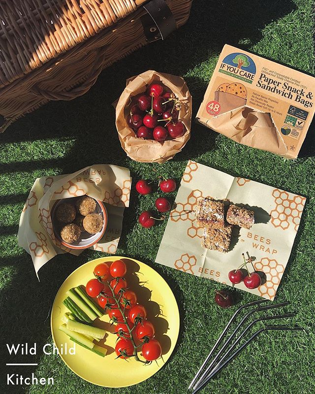 Plastic-free picnicking! ☀️There is nothing better than eating outside when British weather permits🇬🇧…but what about all that wrapping and single use plastic? It is everywhere! That pot of hummus you bought, the big bottle of water you've packed to keep the kids hydrated, the disposable cups, the bags of fruit, the yoghurt pots, the cling film…the list is endless. At Wild Child Kitchen, all our packaging is plant-based but we know how hard it can be to avoid this when packing foods at home. So here are some of our favourite plastic-free essentials for your picnics this summer. . . . 🐝@beeswrap organic cotton beeswax wraps - perfect for wrapping sandwiches and for covering dishes that contain your salads 🌳@ifyoucare_usa paper sandwich bags - great for little sandwiches or portioning up snacks like flapjacks and cookies. .🎋Bamboo plates - lighter than ceramic and basically indestructable! Check out @johnlewisretail for a great selection, we love the new @leonrestaurants designs! 🥤@gobi.world metal straws - pop straight in to your reusable bottles so there's no need for cups Have a great weekend and enjoy this sunshine!💜 #nationalpicnicweek