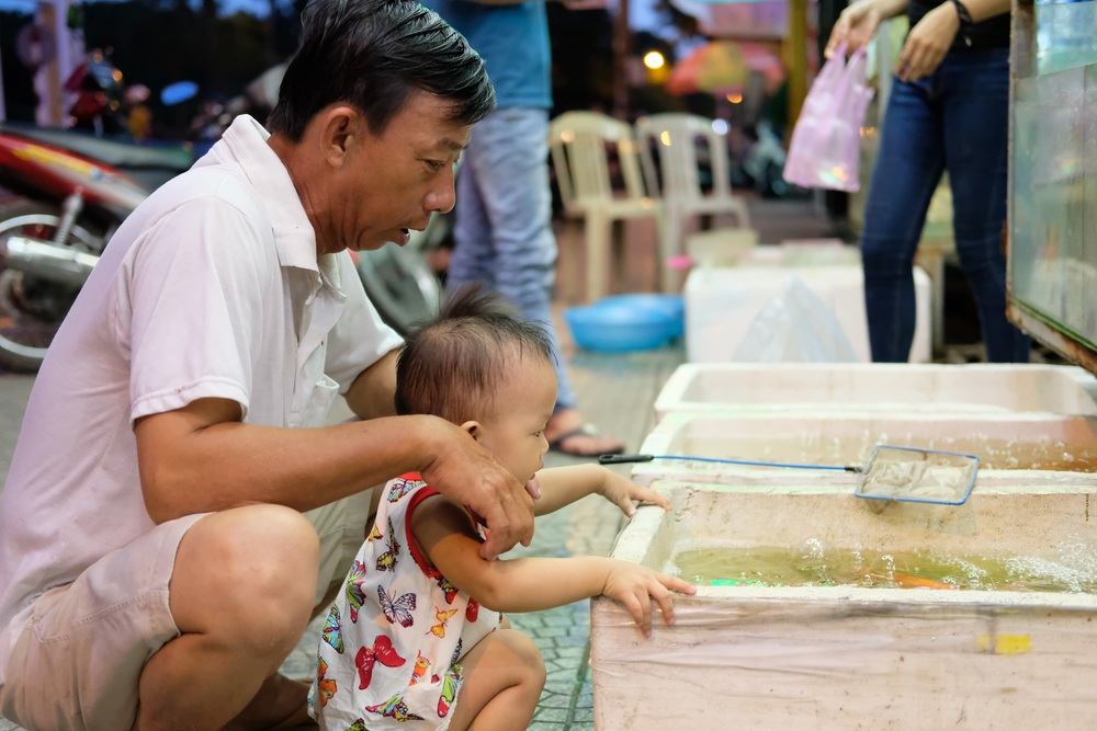 Buying gold fish in Hue.