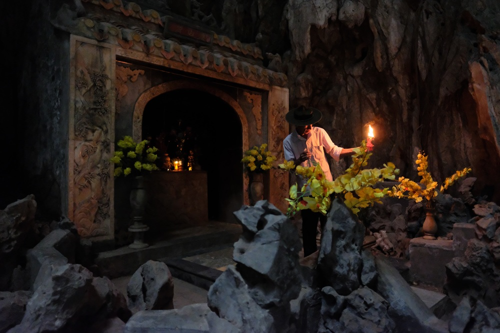 Da Nang: Inside the Mountain of Water, Marble Mountains.