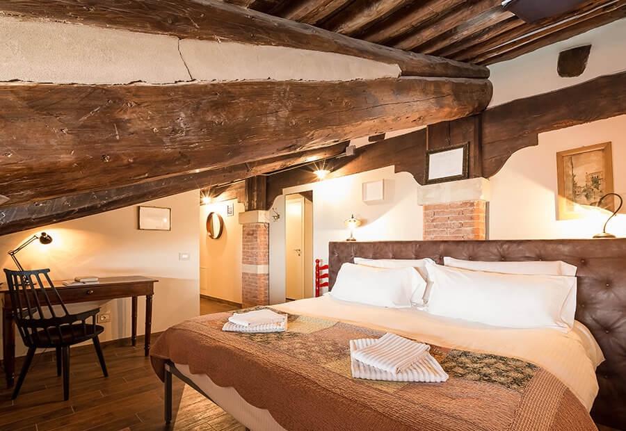 Iris_Letter_Travel_VeniceHostel.jpg