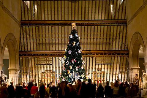 Met_ChristmasTree_NewYork.jpg