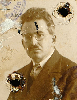 Benjamin's passport photograph from 1928. Courtesy of the Walter Benjamin Archiv, Berlin.