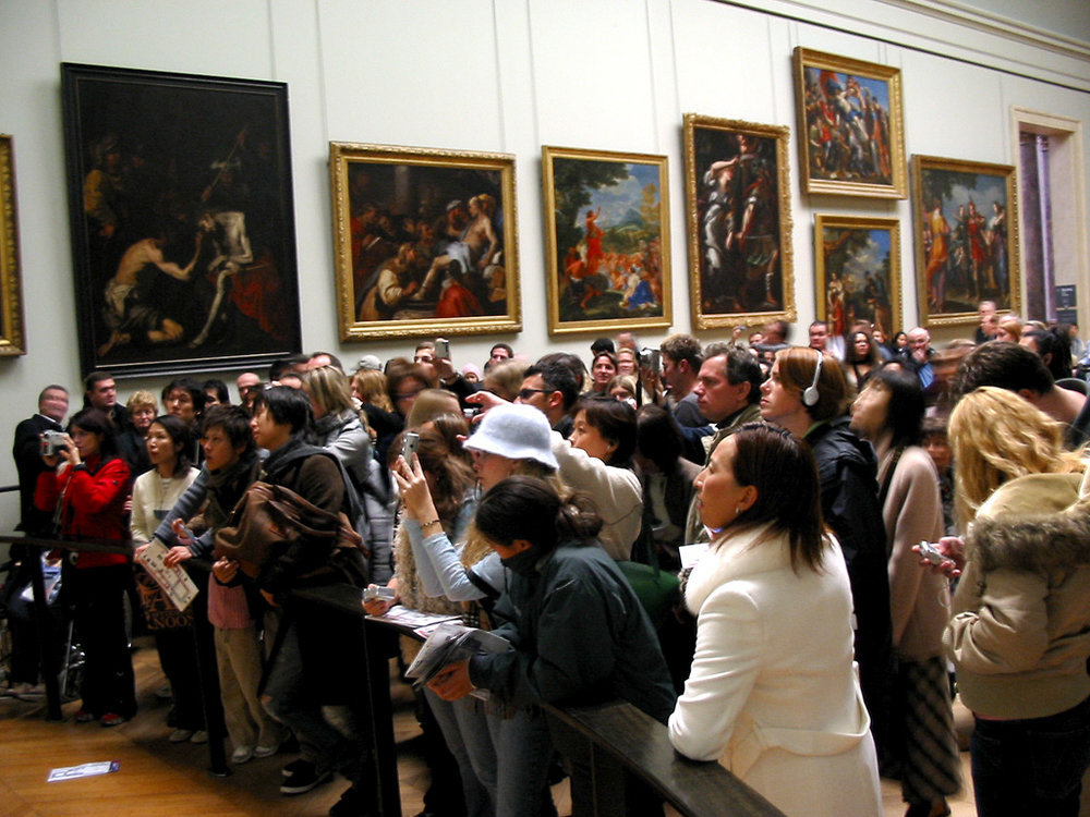 Crowds in front of the  Mona Lisa , photograph by Hu Totya, 2004 Wikipedia  creative commons