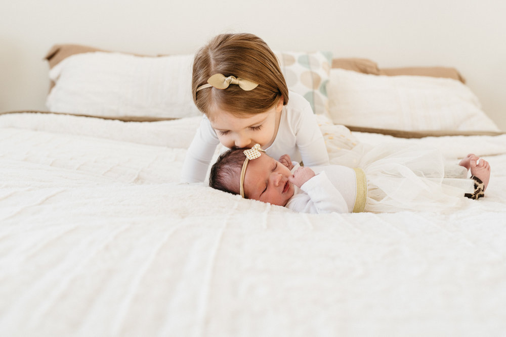sister-kissing-baby-Columbus-Ohio-Photographer-Erika-Venci-Photography