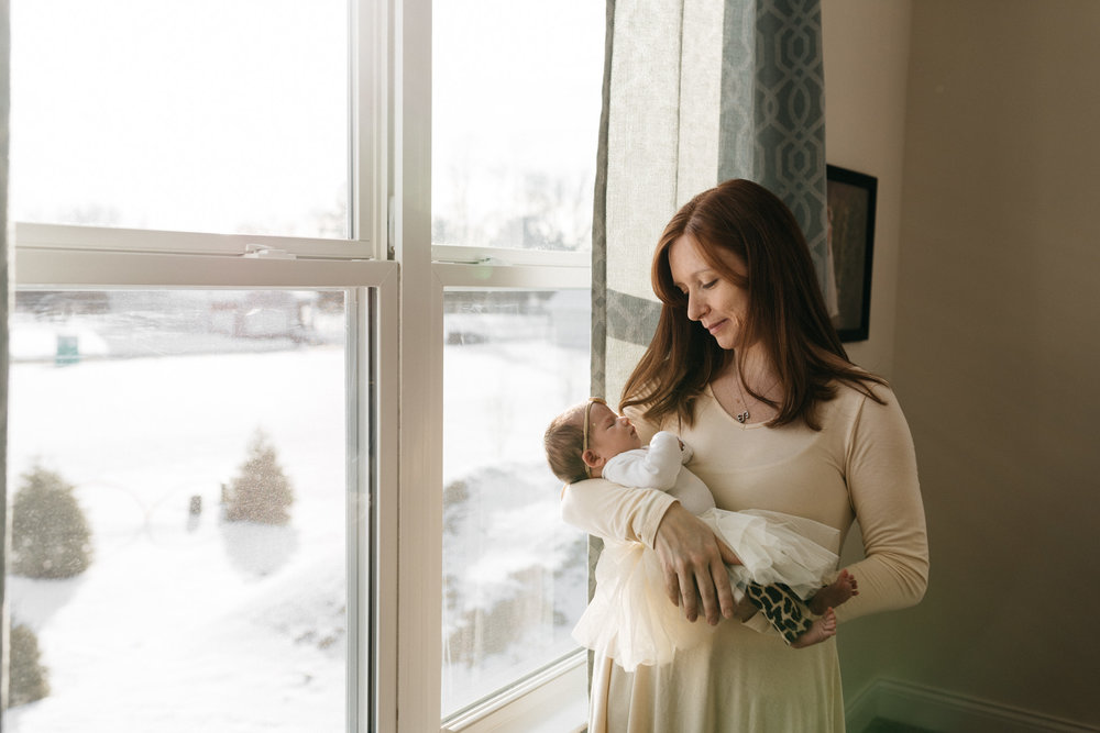 mother-with-new-baby-girl-Columbus-Ohio-Photographer-Erika-Venci-Photography