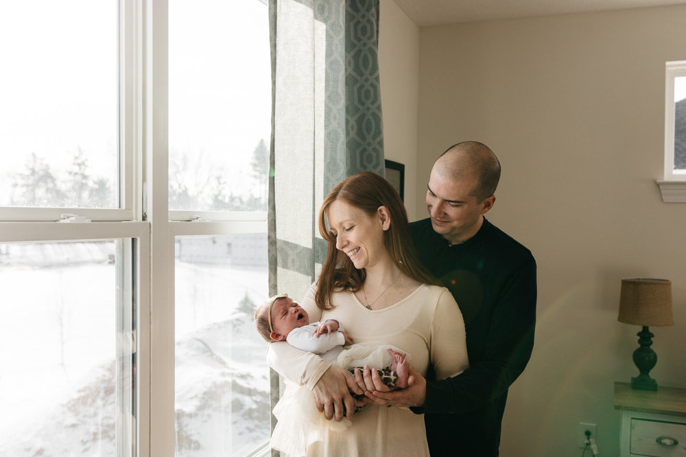 Parents-holding-newborn-daughter-Columbus-Ohio-Photographer-Erika-Venci-Photography
