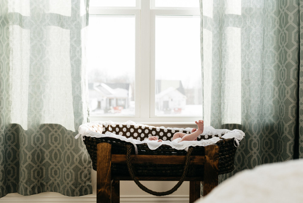 Newborn-baby-girl-feet-in-bassinet-Columbus-Ohio-Photographer-Erika-Venci-Photography