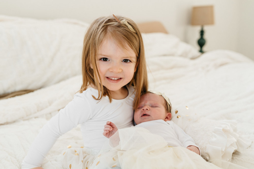 toddler-and-new-baby-sister-Columbus-Ohio-Photographer-Erika-Venci-Photography