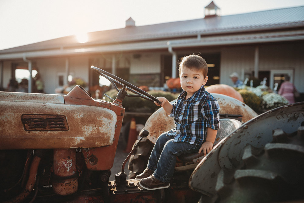 Lynd-Fruit-Farm-Pataskala-Ohio-Family-Photography