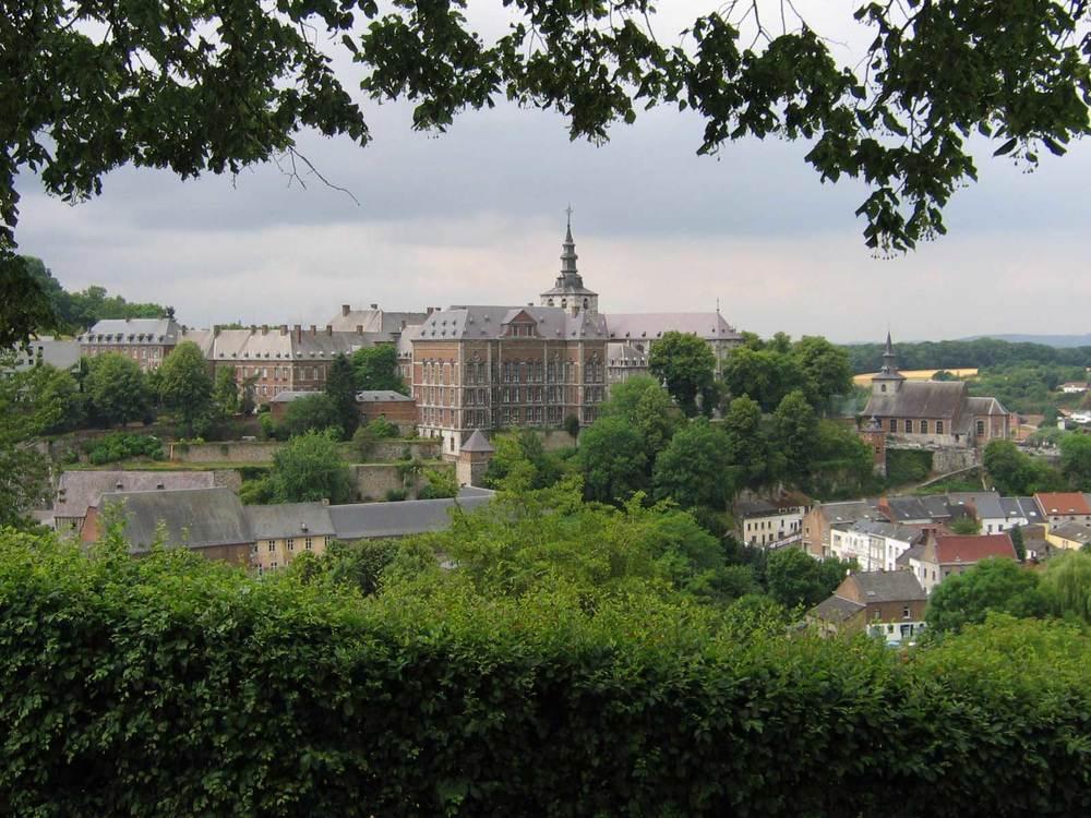 Tablo gibi, Belçika'daki Floreffe Manastırı, daha ziyade yerleşkesi
