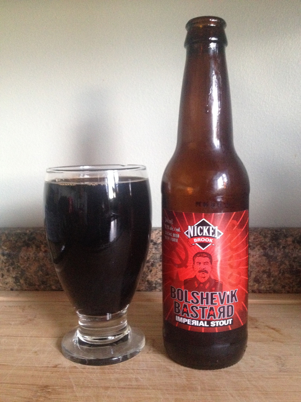 Nickel Brook Bolshevik Bastard Imperial Stout %9 ABV'li bir sufle.
