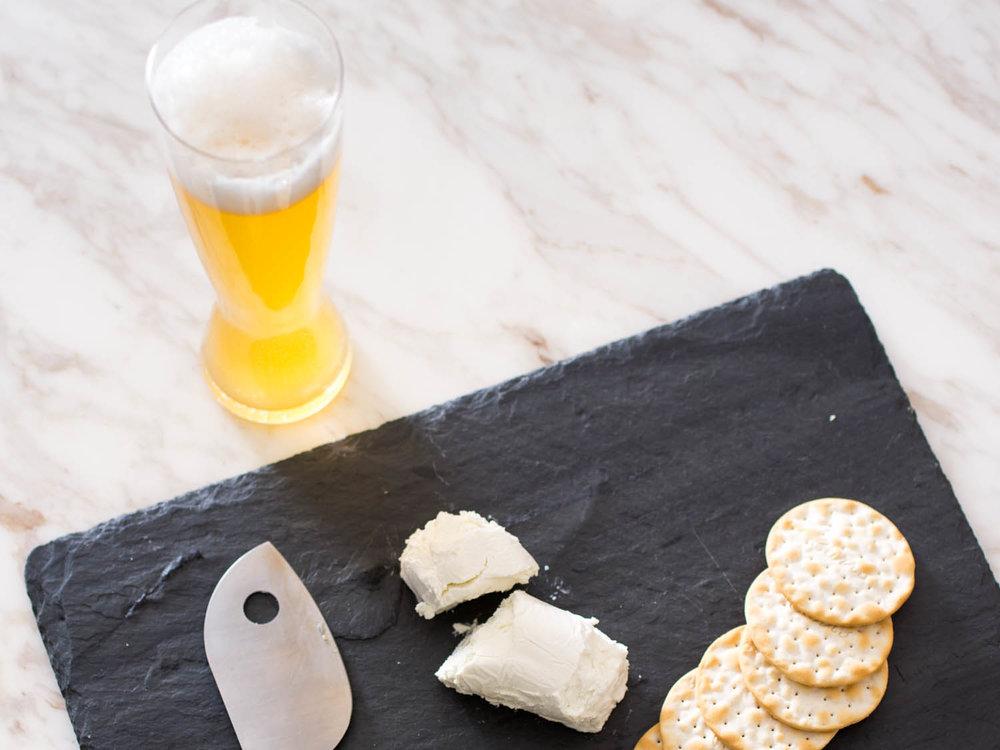 Ricotta, kraker ve Belgian Wit
