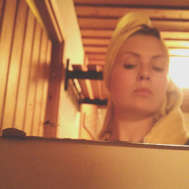 After our weekly sauna, all red cheeks and relaxed 👌✨ #sauna #finnishsauna #naturalbeauty #nomakeup