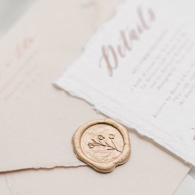 Wax seals might just be my favorite embellishment option.✨😍 Did you know each of the 5 semi-custom invitation designs has coordinating wax seal options? This is one of the design options for the Delicate Florals suite. Getting married late summer or early fall? Now is the time to inquire about semi-custom suites! 😉 // Photography: @ten23photography  Venue: @jenningstracevenue  Styling & rentals: @lovelygraceeventsandcreations_ Coordinating: @setinstonehtx Florals: @collegeparkflowerstx  Hair & makeup: @sunnyhairandmakeup  Cake: @dolcedesigns1  Invitation/calligraphy: @dreamsandnostalgia  Drinks: @palaceparty