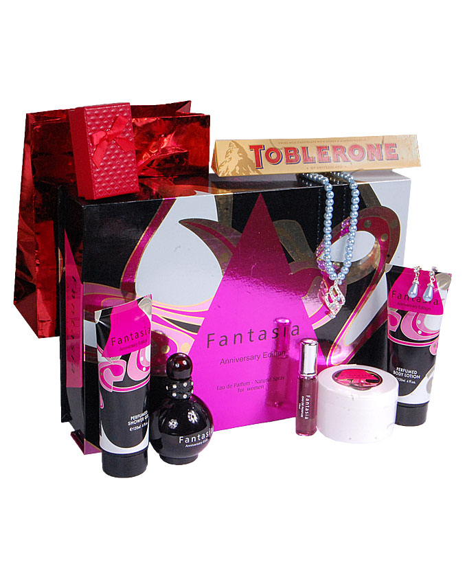 FANTASIA GIFT SET ( WITH TEDDY AND CANDLE)   W/ CHOCOLATE AND EARRINGS - n15,000  W/O CHOCOLATE & EARRINGS   - N10,000