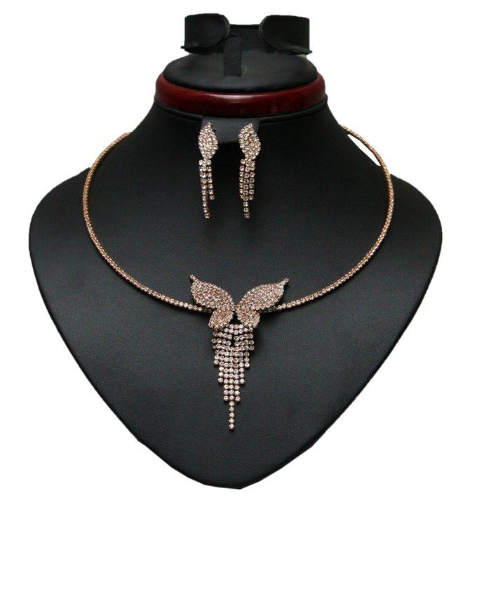 sisely studded butterfly choker and earring set - gold   n4000