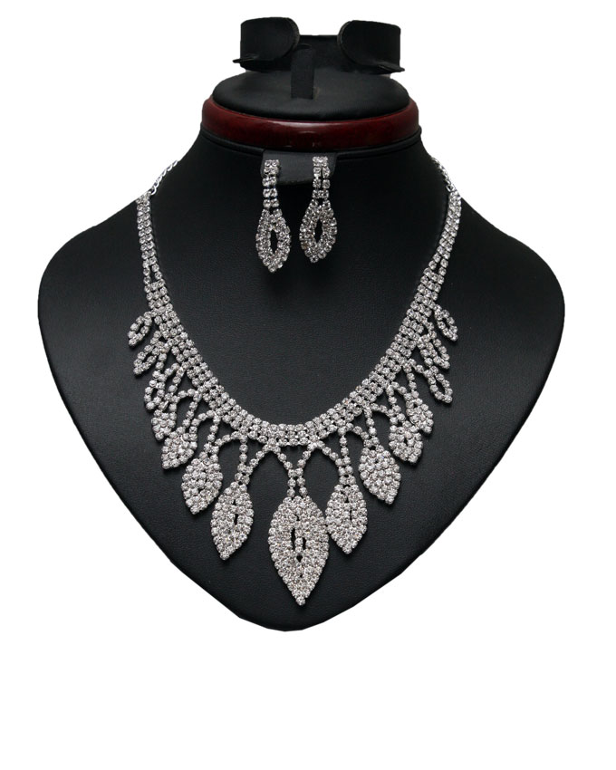 cloverfield studded necklace and earring set   n9,000