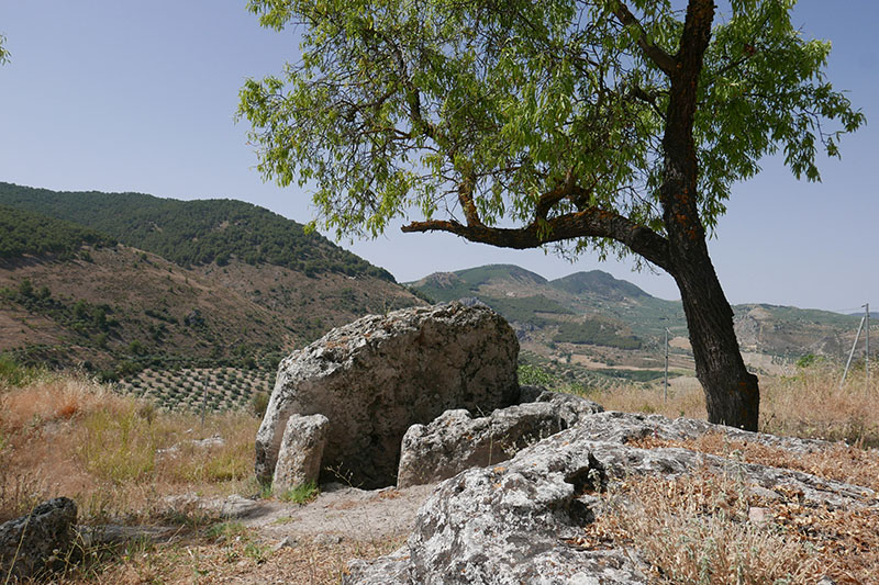 Dolmen Pileta de la Zorra,4,000 - 5,000 BC